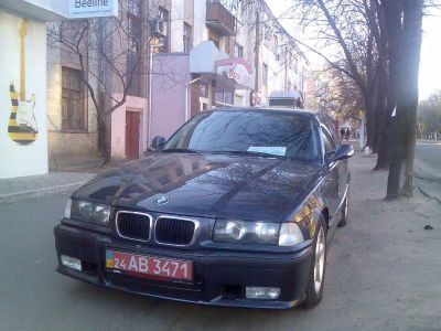 BMW 320i loaded_210.jpg - 1600x1200
