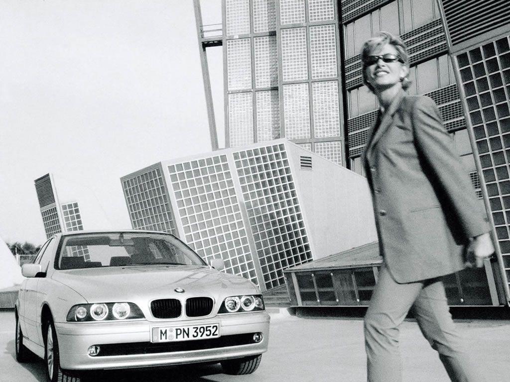 Обои для рабочего стола с BMW - БМВ bmw_5series_021.jpg