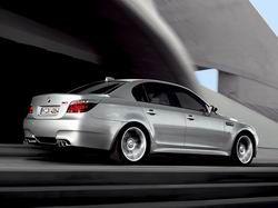 M5 (E60) BMW фото