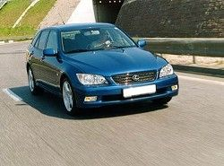 Lexus IS 300 SportCross  GXE10 фото